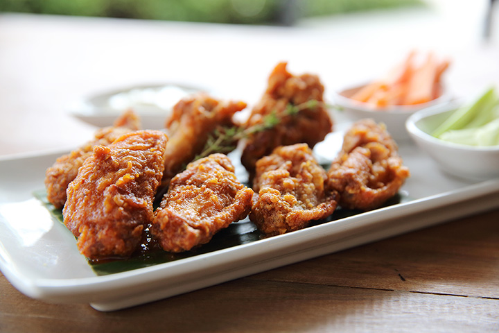 The 10 Best Spots for Wings in Alaska!