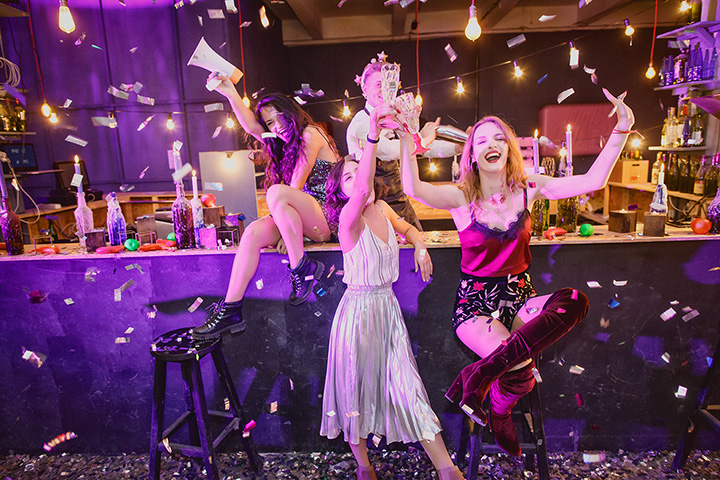 The 10 Best Bars to Celebrate the New Year in Arizona!