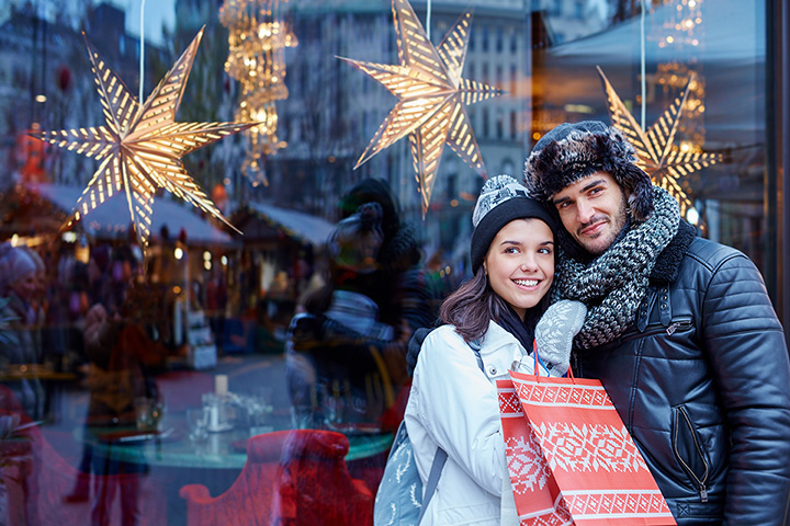 15 Best Holiday Shopping Destinations in Illinois!