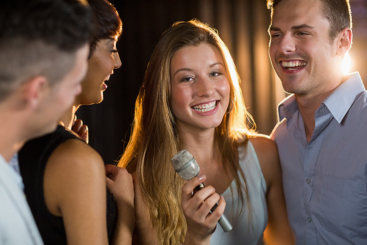 The 10 Best Karaoke Bars in Michigan!