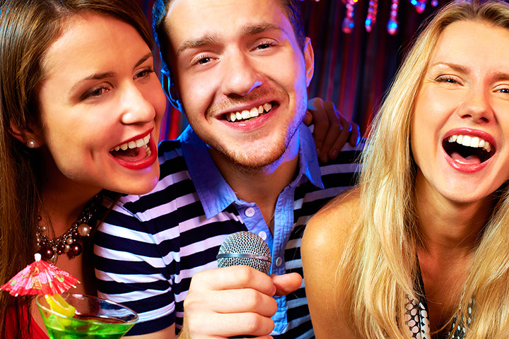The 10 Best Karaoke Bars in North Carolina!