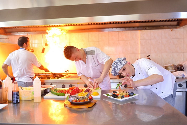 The 8 Best Cooking Classes in Rhode Island!