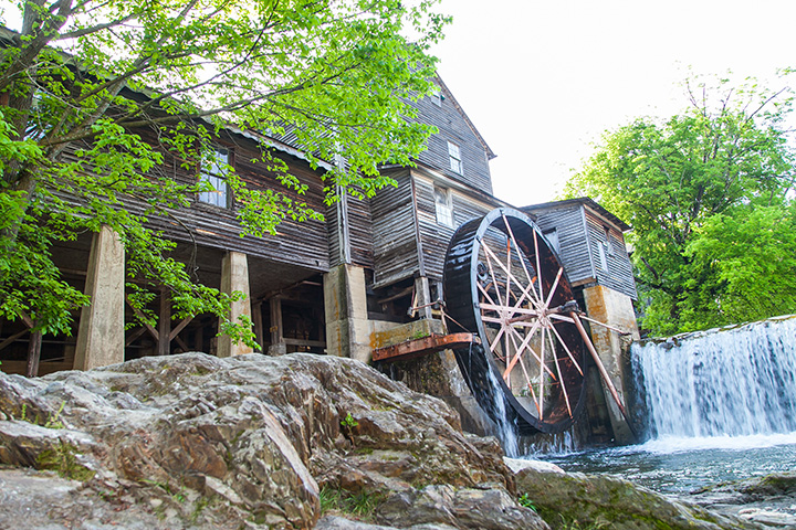 15 of the Best (and Most Offbeat) Attractions in Tennessee!
