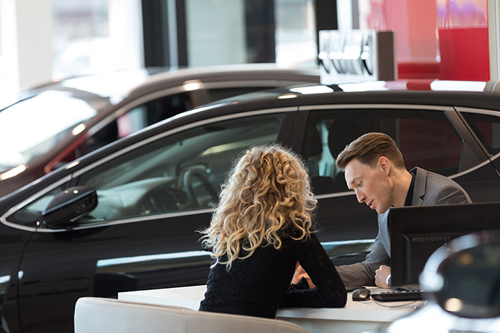 The 7 Best Luxury Car Dealerships in Wisconsin!