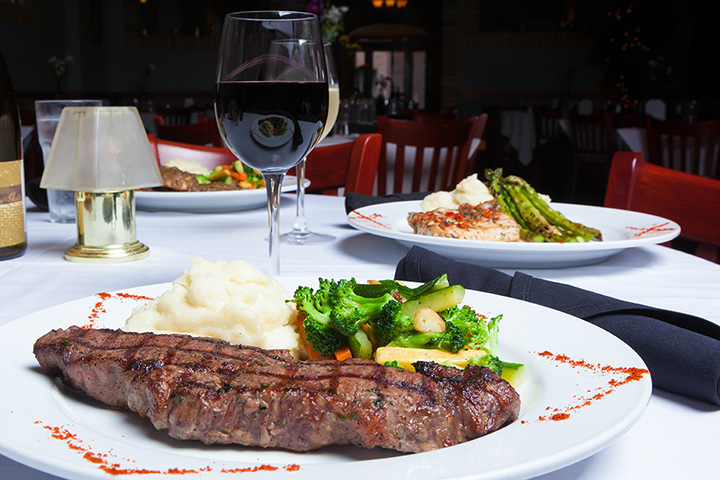 The 10 Best Steakhouses in Wisconsin!